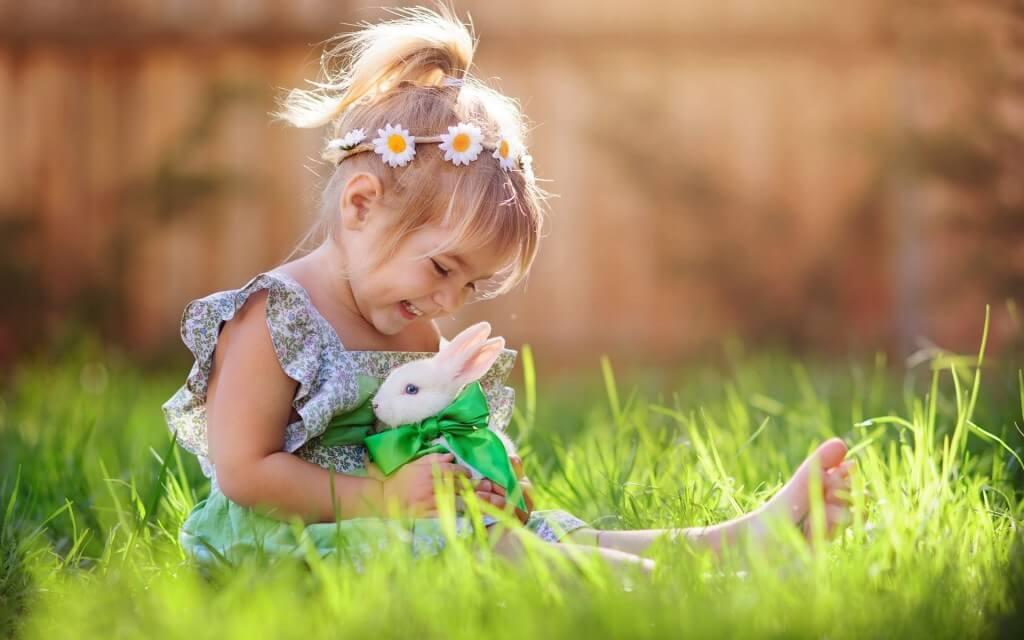 うさぎの写真:女の子とうさぎ